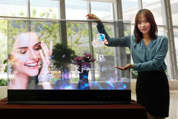Galaxy S10 打孔屏不是终极,三星正研发隐藏摄像头的全面屏-IT帮
